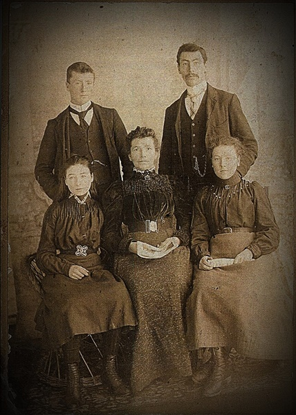 3 Family photo after Alexander died, maybe 1898, Wm 22, John 20, etc